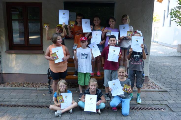 Die stolzen Teilnehmer der Dorf- und Fotorallye